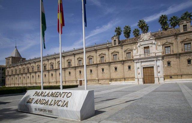 Fachada principal del Parlamento Andaluz.