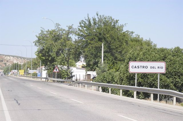 Paso de la carretera N-432 por Castro del Río, en una imagen de archivo