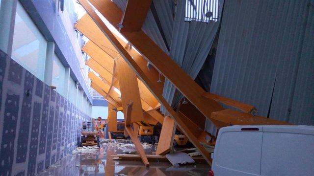 Efectos del viento y la lluvia del pasado mes de septiembre en el pabellón de balonmano de Puerto de la Torre, Málaga