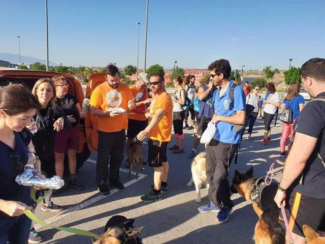 Raúl Hernández, educador canino profesional y fundador de Somos Muy Perros, a la salida de la ruta solidaria