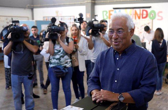 Antonio Costa vota en las elecciones de Portugal