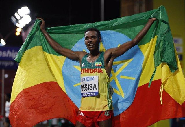 El etíope Lelisa Desisa gana el maratón de los Mundiales de Doha