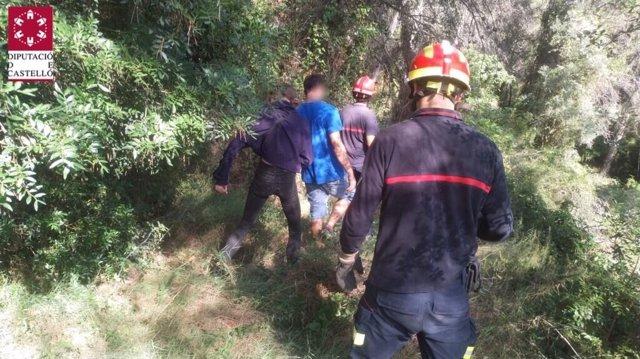 Bomberos rescatan a los jóvenes perdidos en Sueras