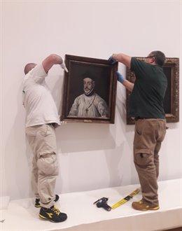 Especialistas cuelgan el 'Retrato de Diego de Covarrubias' del Greco para la exposición del Grand Palais de París