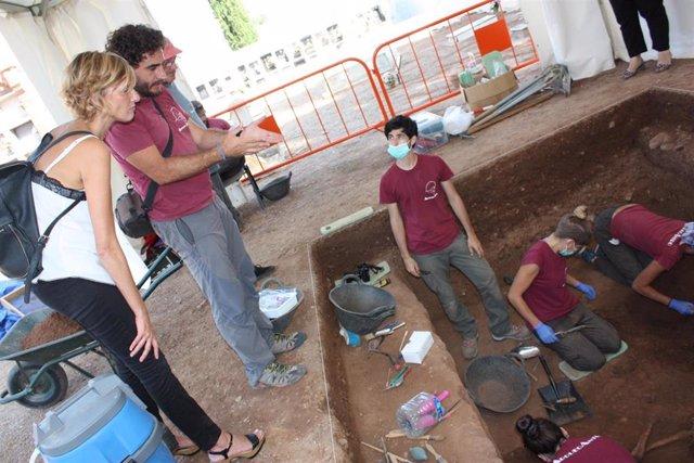 Trabajos de exhumación en el Cementerio de Castelló