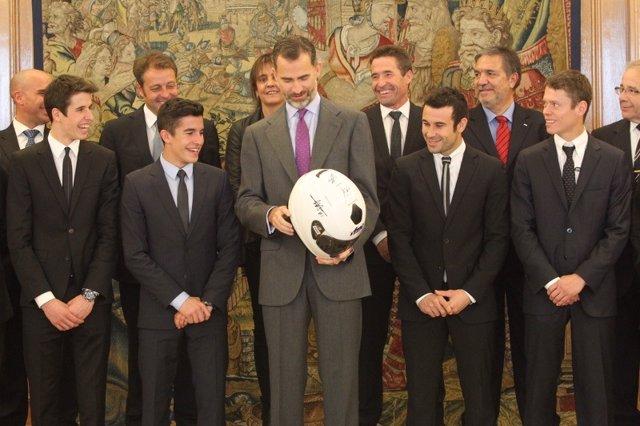 El Rey Felipe VI recibe un caso de Marc y Álex Márquez, Esteve Rabat y Toni Bou.