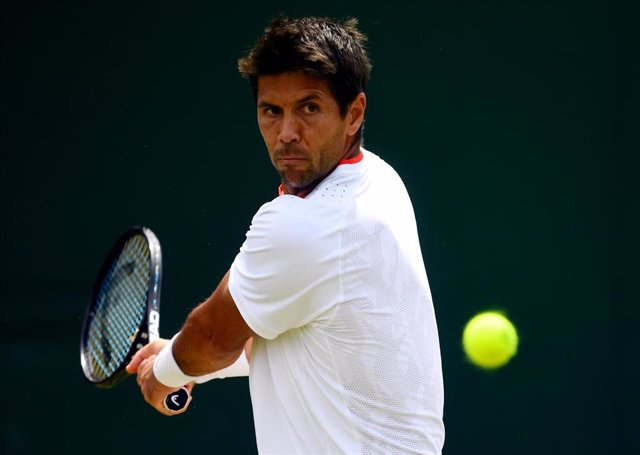 08 July 2019, England, London: Spanish tennis player Fernando Verdasco in action against Belgium's David Goffin during their men's singles round of 16 match on day seven of the 2019 Wimbledon Grand Slam tennis tournament at the All England Lawn Tennis and