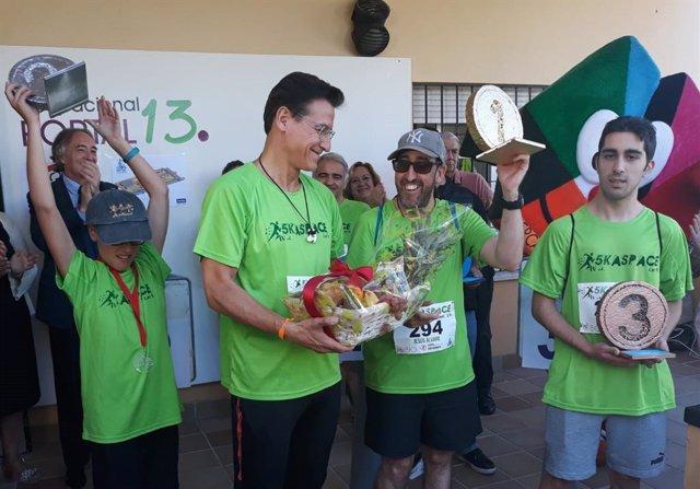 El alcalde de Granada, Luis Salvador, en la marcha-carrera Aspace