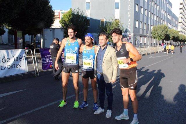 El alcalde de Jaén, Julio Millán (PSOE), en la XXV Media Maratón de la Mujer Corredora y diez kilómetros III Memorial Zeus 77/90 en memoria de Paco Manzaneda