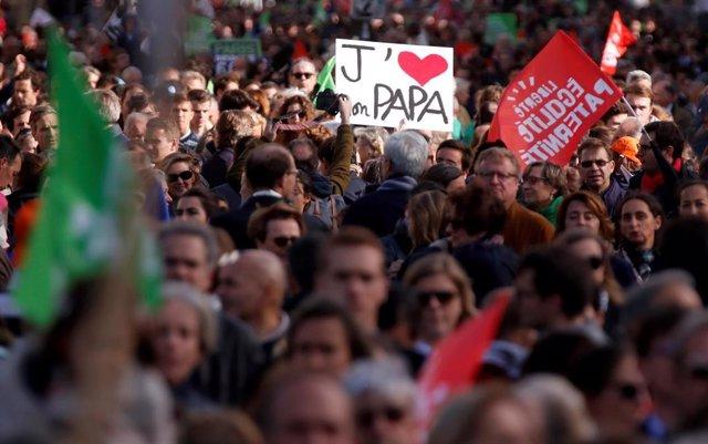 Manifesatación contra la reproducción asistida de lesbianas y solteras en París