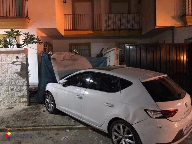 Vehículo siniestrado en Castellar de la Frontera (Cádiz) que provocó el atropello mortal de una mujer y su perro