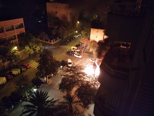 Incendi de contenidors en el Camp Redó.