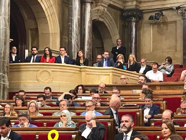 Albert Rivera, Inés Arrimadas, Cayetana Álvarez de Toledo y Laura Borràs siguen la moción de censura en el palco del Parlament