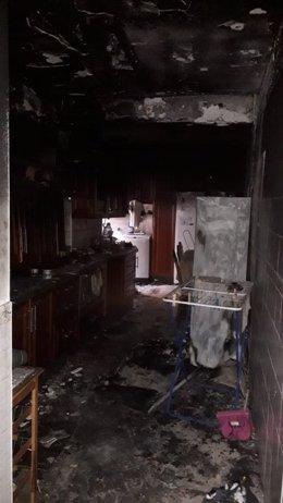 Los bomberos extinguen un incendio en una vivienda en La Cuesta