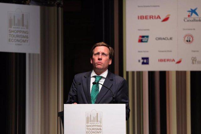 El alcalde de Madrid, José Luís Martínez- Almeida, durante su intervención en la inauguración de la 5th Summit Shopping Tourism & Economy Madrid 2019 en el CaixaFórum de Madrid, a 7 de octubre de 2019.