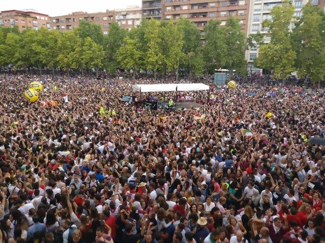 La plaza del Ayuntamiento de Logroño una auténtica fiesta tras lanzarse el cohete de las fiestas de San Mateo 2019