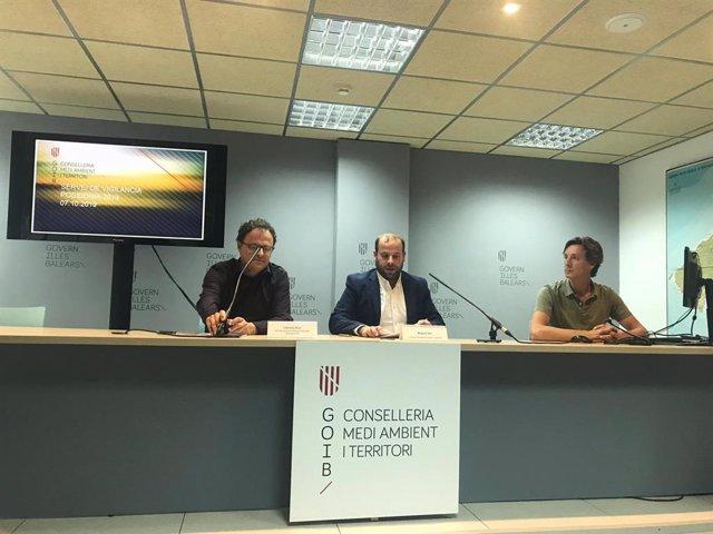El conseller de Medio Ambiente y Territorio, Miquel Mir, en rueda de prensa