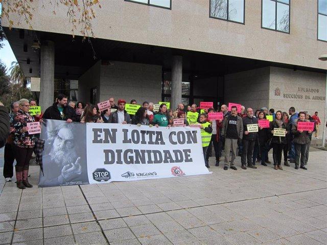 Concentración contra los desahucios de dos familias en Vigo AUTOR: Europa Press