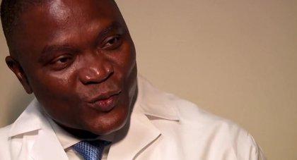 Conoce al Dr.Sulaiman, el neurocirujano que negoció un recorte salarial para operar gratis en su país de origen, Nigeria