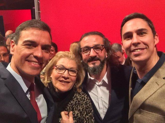 Candidatos del PSOE de Ceuta, con Pedro Sánchez, en una imagen