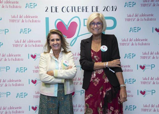 De izq. A dcha., la Dra. M.ª José Mellado, presidente de la AEP, y la Dra. Inmaculada Calvo, vicepresidente de la AEP