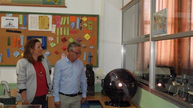 La delegada de Educación, María del Carmen Castillo, visita las instalaciones del IES Celia Viñas