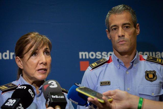 La comissària superior dels Mossos d'Esquadra Cristina Manresa i l'intendent Miguel Hueso atén els mitjans de comunicació a la comissaria de les Corts sobre el model d'ordre públic i les noves eines del cos a Barcelona (Espanya) 21 de setembre del 2019.