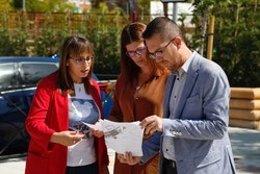 Imagen de recurso de la alcaldesa de Móstoles, Noelia Posse, durante una visita a las obras del aparcamiento de la calle Río Ebro.