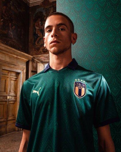 Italia recupera el 'verde' de 1954 en la camiseta nacional 'renacentista' de Puma