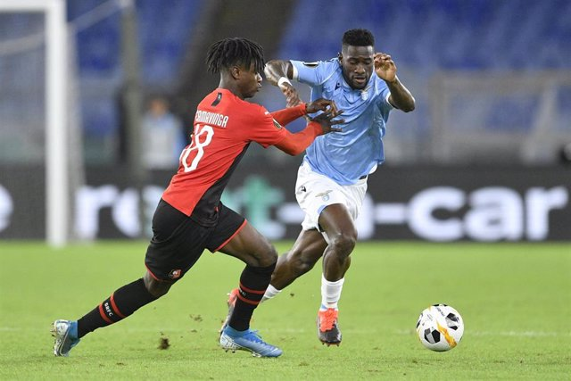 03 October 2019, Italy, Rome: Lazio's Bastos (R) Rennais's Eduardo Camavinga battle for the ball during UEFA Europa League Group B soccer match between SS Lazio and Stade Rennais FC at Olimpico Stadium. Photo: Fabrizio Corradetti/Lapresse via ZUMA Press/d