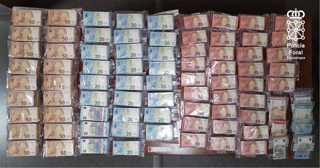Dinero encontrado por la Policía Foral en la cabina del camión del hombre imputado por tráfico de drogas