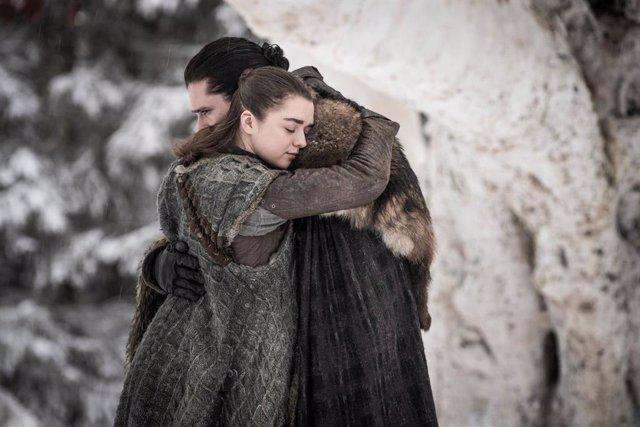 Jon Snow y Arya Stark en Juego de Tronos