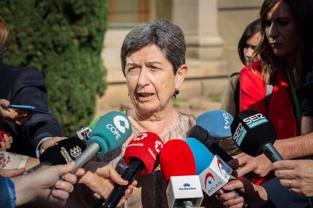Teresa Cunillera atén els mitjans desrpés del Saló de l'Automòbil 2019