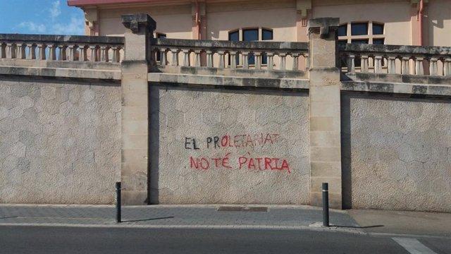 Pintada vandálica en Palma que ya ha sido eliminada por Emaya