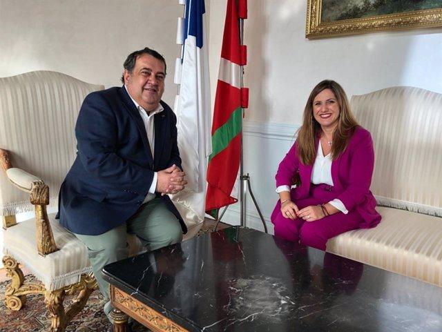 Irene García en el Ayuntamiento de San Sebastián para llegar a acuerdos en turismo