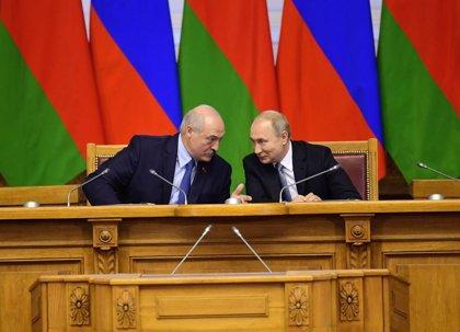 Ucrania.- Lukashenko defiende la participación de EEUU en la resolución del conflicto en Ucrania pero Rusia lo descarta