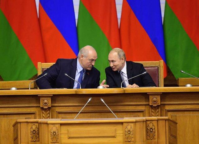 Ucrania.- Lukashenko defiende la participación de EEUU en la resolución del conf