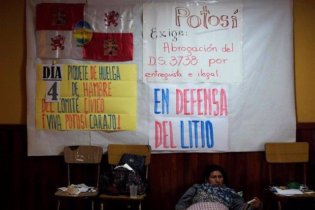 Protesta contra un acuerdo empresarial para la explotación de litio