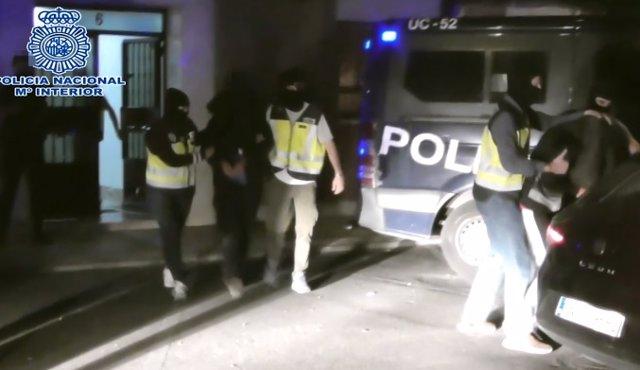 Recursos de Policía Nacional, agente, agentes, policía, policías, furgoneta policial