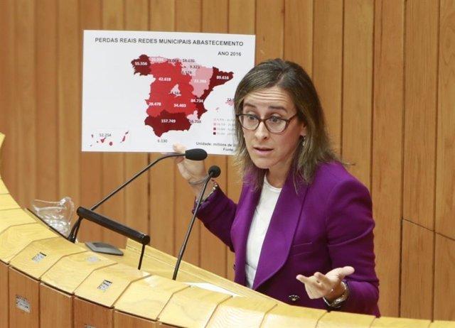 La conselleira de Infraestruturas, Ethel Vázquez, interviene en el pleno del Parlamento de Galicia