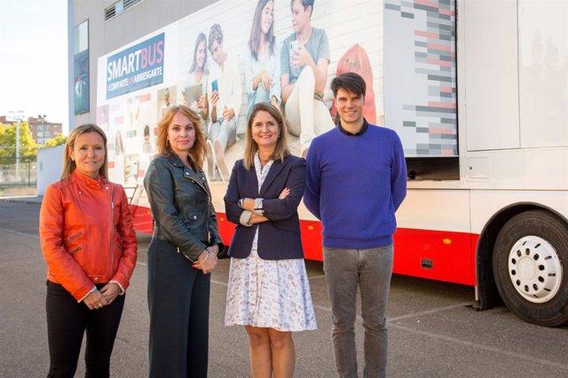 El 'Smartbus' de Huawei España recorre las escuelas del país para fomentar la ed