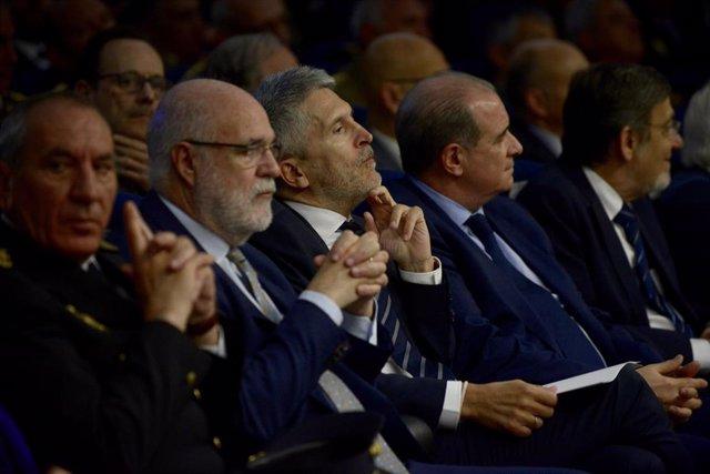 El delegado de Gobierno en Euskadi, Jesús Lozael ministro del Interior en funciones, Fernando Grande-Marlaska; el director general de la Policía, Francisco Pardo; y el exministro socialista y ex secretario general de la OTAN, Javier Solana; en Bilbao d
