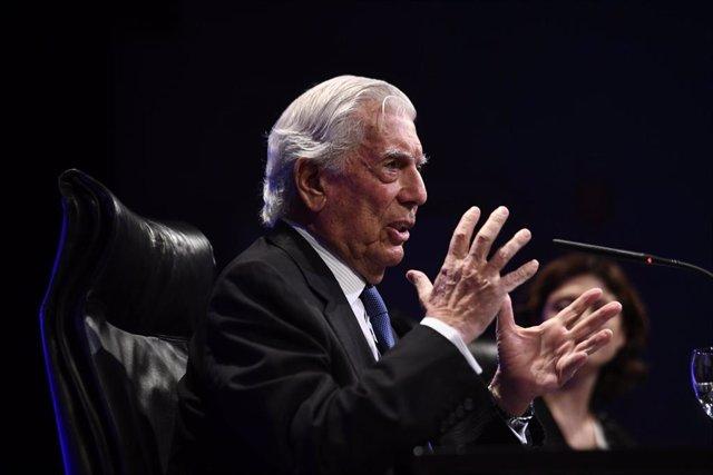 El escritor, Mario Vargas Llosa en rueda de prensa para presentar su nueva novela, `Tiempos Recios en la Casa de América, en Madrid, a 8 de octubre de 2019.