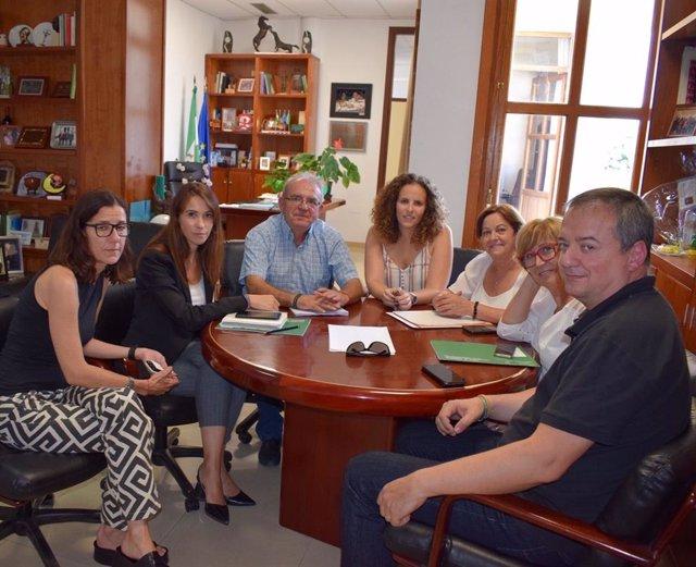 La directora general de Políticas Migratorias de la Junta visita Vícar (Almería)