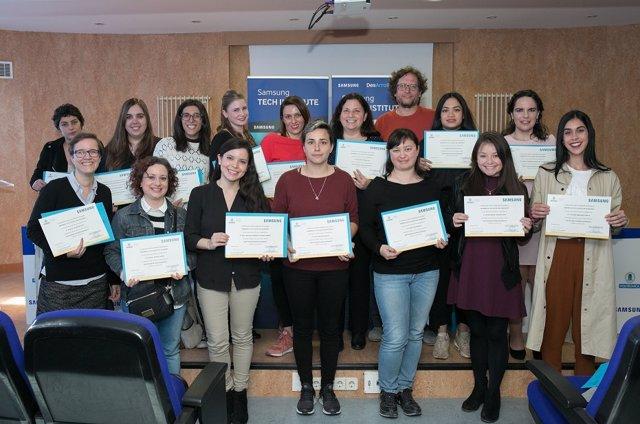 Alumnes del programa DesArrolladoras de Samsung en disciplines tecnològiques.