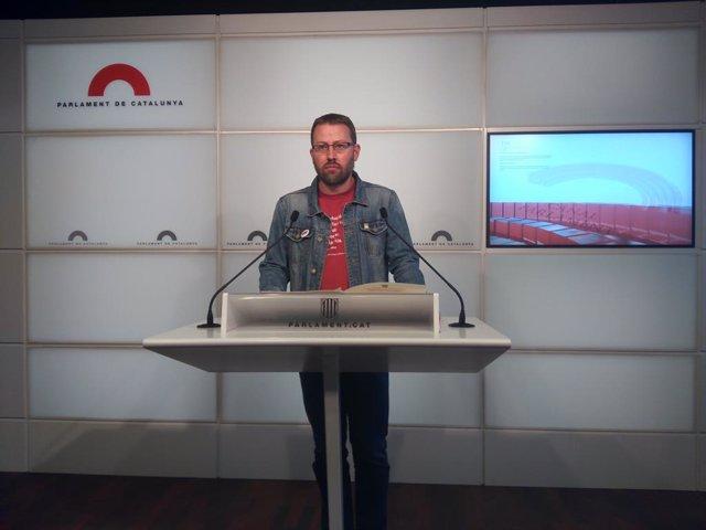 El diputat de la CUP Vidal Aragonés en roda de premsa.