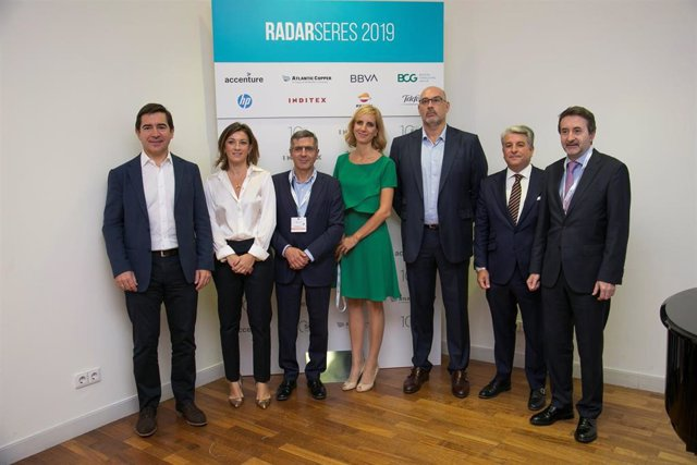 Participantes en el foro 'Radarseres' de la Fundación SERES.