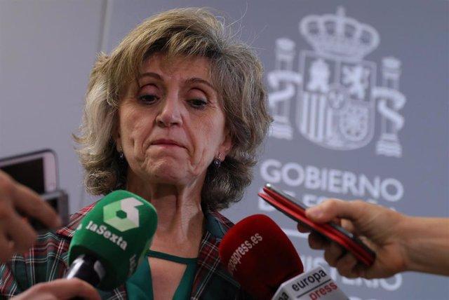La ministra de Sanidad en funciones, María Luisa Carcedo, atiende a los medios de comunicación en el marco de la reunión del grupo de trabajo sobre medios de comunicación y suicidio al que asisten representantes de la FAPE, la ANIS, la Red de Colegios Pro