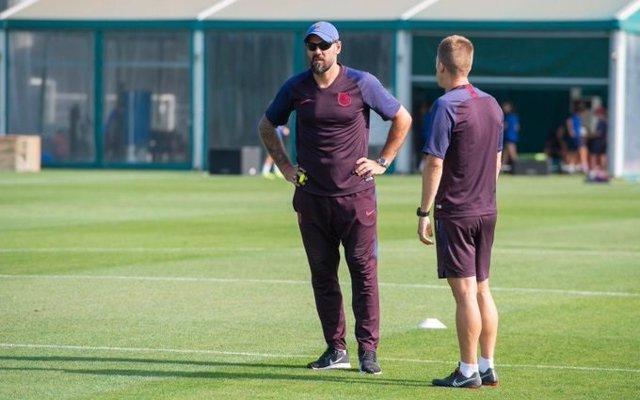 """Fútbol.- Vives (Barça): """"Valdés no ha salido por la puerta de atrás"""""""