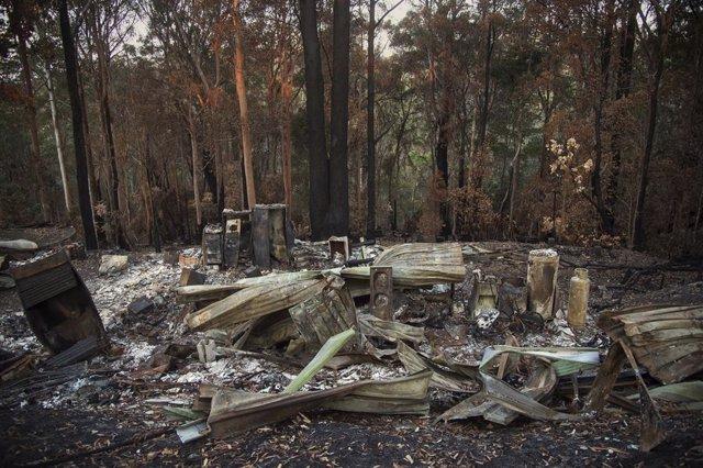 Australia.- Los incendios forestales en el este de Australia destruyen decenas d